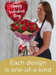 12 red rose hand-tied gift set